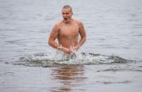 Как запорожцы смывали в Днепре грехи: крещенские купания в 100 фотографиях