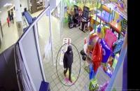 Запорожец украл из детского развлекательного центра последнюю Sony Playstation (Видео)