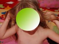 В запорожском детсаду неизвестный мужчина снимал детей полуобнаженными