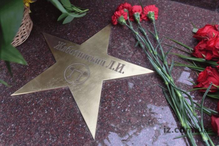 pamyatnik-ZHabotinskomu-zvezda2