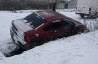 В области водитель едва не снес людей на остановке из-за снегопада