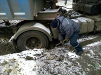 В Запорожской области спасатели на пожарной машине вытащили из кювета 2 грузовика и 4 легковушки