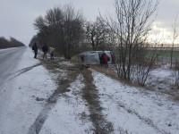 Микроавтобус с запорожскими волонтерами слетел в кювет по дороге в Авдеевку (Фото)