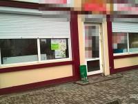 Пьяный запорожец избивал прохожих и разбил витрину магазина