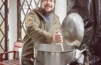 В Запорожье сварили экспериментальное пиво на костре (Фото)