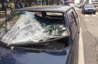 В Запорожье на пешеходном переходе сбили девушку (Фото)