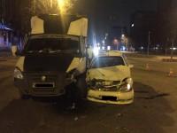 В центре Запорожья такси влетело в грузовик (Фото)
