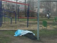 В Запорожье на детской площадке обнаружили тело мужчины