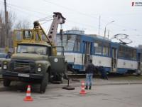 В Запорожье сошел с рельсов трамвай, заблокировав движение (Фото)