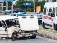 В Запорожье маршрутчик с пассажирами влетел в «Жигули» – водитель легковушки погиб