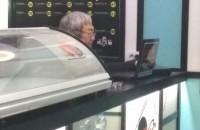 Экс-мэра Запорожья застали за работой в одесском суши-баре (Фото)