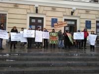 В мэрии одновременно проходят две акции: за строительство ТРЦ Кальцева и против (Фото)