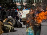 С огнем, шинами и без речей чиновников: как в Запорожье вспоминали Героев Небесной Сотни (Фоторепортаж)