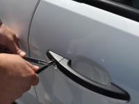 В Запорожье осудили троицу рецидивистов без шума и пыли вскрывавших авто