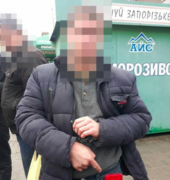 Запорожская патрульная в одиночку задержала грабителя