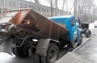 Фотофакт: На Правом берегу машина коммунальщиков переломилась пополам