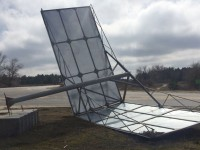 В Запорожской области рекламный щит рухнул вместе со столбом (Фото)