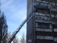 В многоэтажке на Космосе горящий балкон тушили несколько десятков спасателей (Фото)
