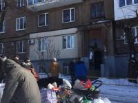 В центре Запорожья рушится многоэтажка: жильцы экстренно эвакуируются вместе с вещами