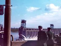 Коллекционер опубликовал редкое цветное фото с немецкими солдатами на ДнепроГЭСе