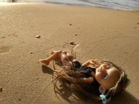 Авторские куклы «отдыхают» на модных курортах и «ведут» страницы в соцсетях — фото