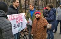 В знак протеста против строительства ТРЦ Кальцева активисты высадили деревья (Фото)