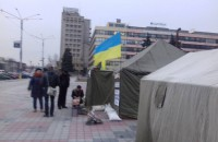 Чиновник пожаловался, что палатка оппозиционеров под стенами ЗОГА привлекает пьяниц и хулиганов