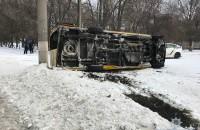 Водитель маршрутки с пассажирами перевернулся при неудачном обгоне  – полиция