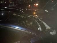 Ночью в Запорожье сгорела легковушка за полмиллиона