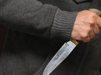 Запорожец получил  удар ножом в живот возле остановки