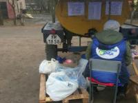 В Запорожской области молоко продают в бутылках, собранных бездомными