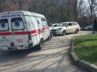 В Запорожье «скорая» попала в ДТП перед центральной больницей