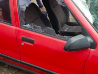 На Хортице ежедневно безнаказанно бьют стекла у припаркованных авто