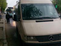 В запорожской маршрутке выбило стекло после столкновения с троллейбусом