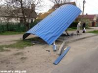 В Запорожской области ищут лихача, который снес остановку (Фото)