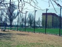 Доступный спорт: с жителей Запорожской области берут почасовую оплату за занятия на школьном стадионе