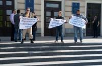 «Город для людей, а не выбросов»: под стенами запорожской мэрии проходит митинг (Фото)