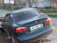 На запорожском курорте авто провалилось в открытую ливневку (Фото)