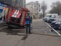 На запорожском курорте машина спасателей провалилась под асфальт (Фото)