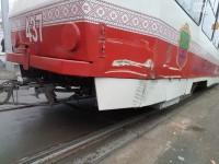 Машина «Запорожэлектротранса» врезалась в новый трамвай