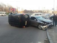 В Запорожье возле центрального автовокзала перевернулся на бок «Фиат» (Фото)