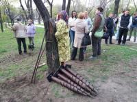 Суд приостановил решение исполкома о массовой вырубке деревьев: что сейчас происходит в парке напротив «Украины» (Фото)