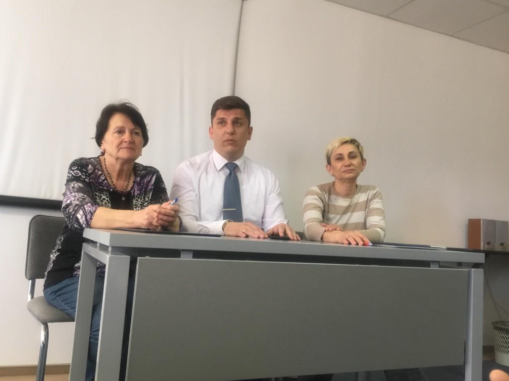 На фото: Лариса Урбанская справа.