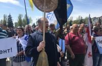 С лозинками и смартфонами: В Запорожье проходит митинг за отставку Брыля (Обновляется)