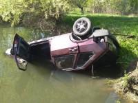 Под Запорожьем легковушка с пассажирами слетела в озеро (Фото)