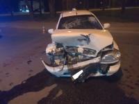 На Шевченковском водитель на польских номерах врезался в такси и сбежал (Фото)