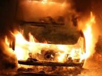 В Запорожской области загорелся микроавтобус: огонь перекинулся на дом