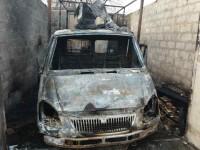 Фотофакт: Под Запорожьем во дворе дома сгорела «ГАЗель»