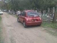 Водитель «Мерседеса» врезался на кладбище в легковушку и скрылся