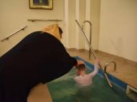 Запорожский митрополит показательно перекрестил ребенка, крещенного в Киевском патриархате